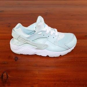 Nike Huarache Mint Green Sneakers. Kids Size 1Y.